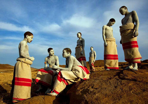 16 nghi lễ trưởng thành đáng sợ nhất trên thế giới