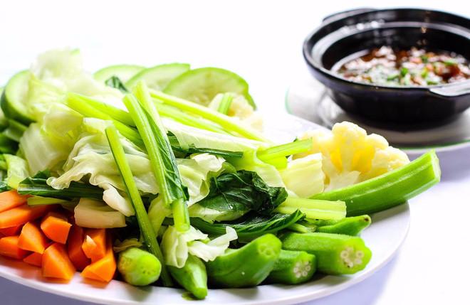 4 sai lầm khi ăn tối gây hại lớn đến sức khỏe, có thể chính bạn cũng mắc