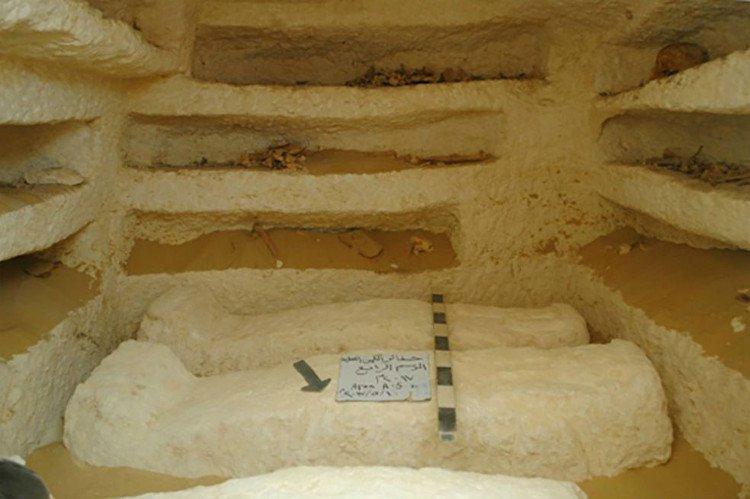 Ai Cập khai quật 3 mộ cổ 2.000 năm chứa nhiều quan tài đá