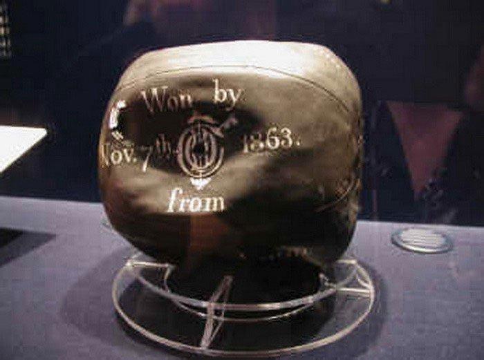 Ai đã phát minh ra quả bóng tròn?
