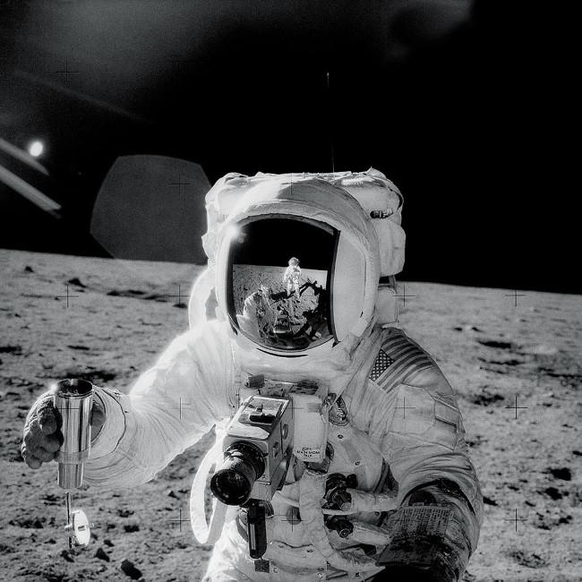 Ảnh sứ mệnh Apollo 12 quý báu vừa công bố của NASA