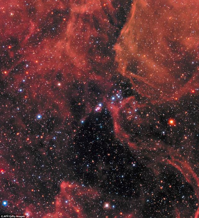Ảnh, video và mô hình ba chiều của siêu tân tinh khổng lồ sáng nhất Vũ trụ