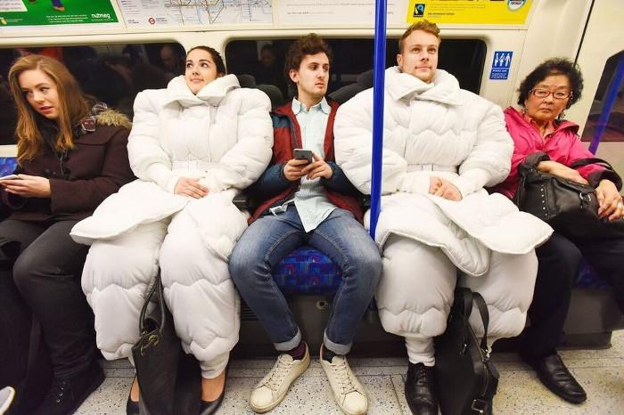 Áo béo cực độc cho phép bạn ngủ mọi nơi mọi lúc