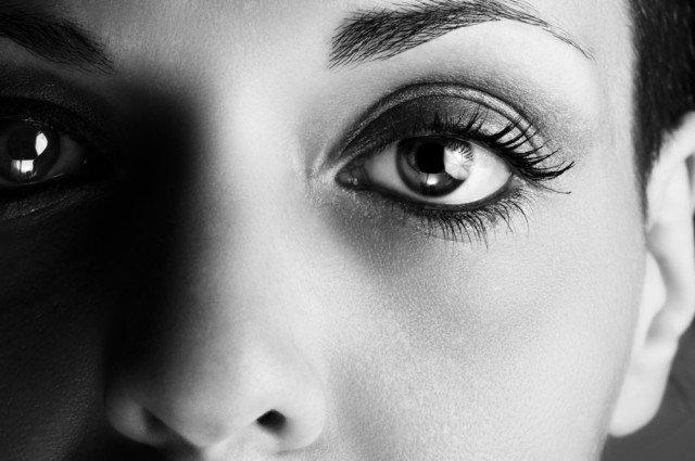 Ảo giác đáng sợ khi nhìn chằm chằm vào mắt người khác quá lâu