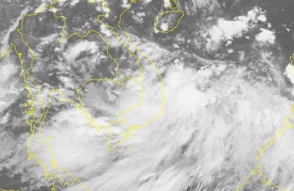 Áp thấp nhiệt đới vào Biển Đông, khả năng mạnh thành bão