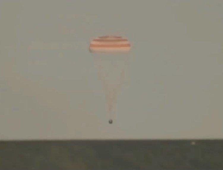 Ba phi hành gia trở về sau 168 ngày sống ngoài không gian