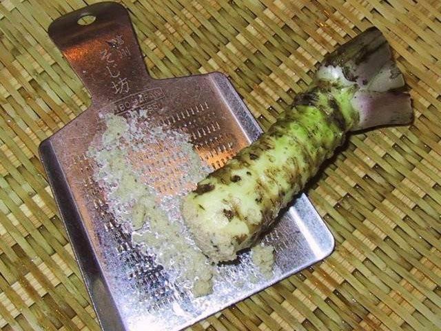 Bạn nghĩ mình đang ăn wasabi xịn với món sushi thần thánh ư? Chưa chắc đâu!