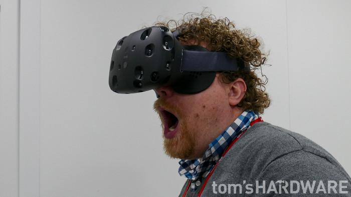 Bạn sẽ hiểu được nỗi sợ thực sự khi đeo kính thực tế ảo chơi game kinh dị khi xem clip này
