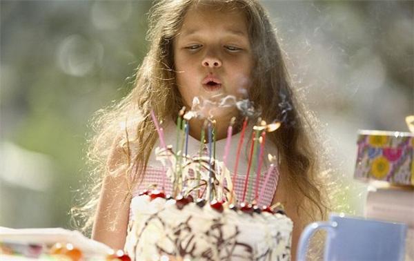 Bạn sẽ không còn muốn thổi nến sinh nhật nữa khi biết sự thật kinh hoàng này