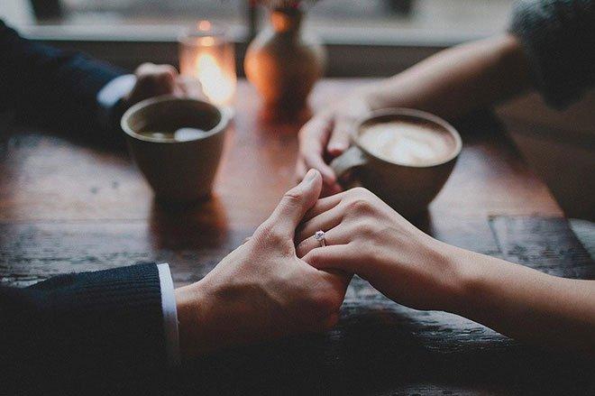 Bàn tay nữ giới ẩn chứa 1 bí mật mà chỉ khi nắm tay người ấy mới phát hiện