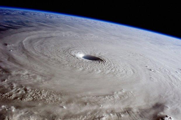 Bão nhiệt đới ngày càng di chuyển chậm dần và đó là tin xấu đối với tất cả chúng ta