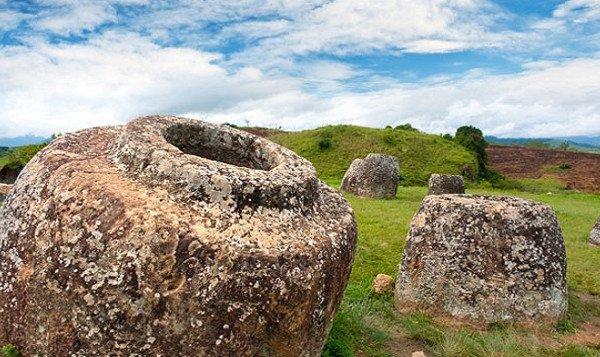 Bí ẩn 2.500 năm ở cánh đồng chum Lào