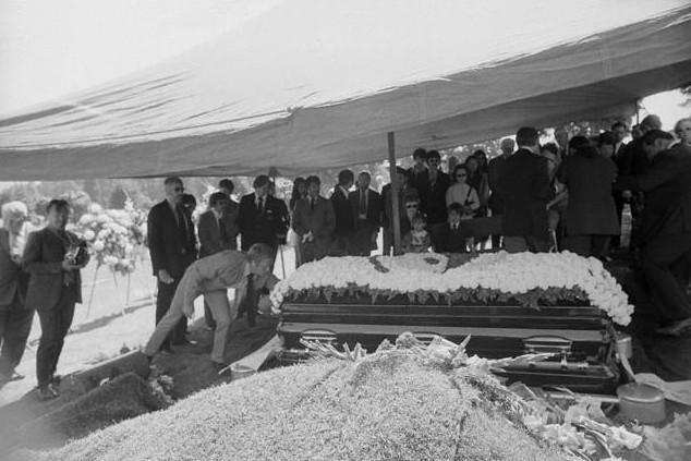Bí ẩn cái chết của Lý Tiểu Long và 9 vết xước trên quan tài