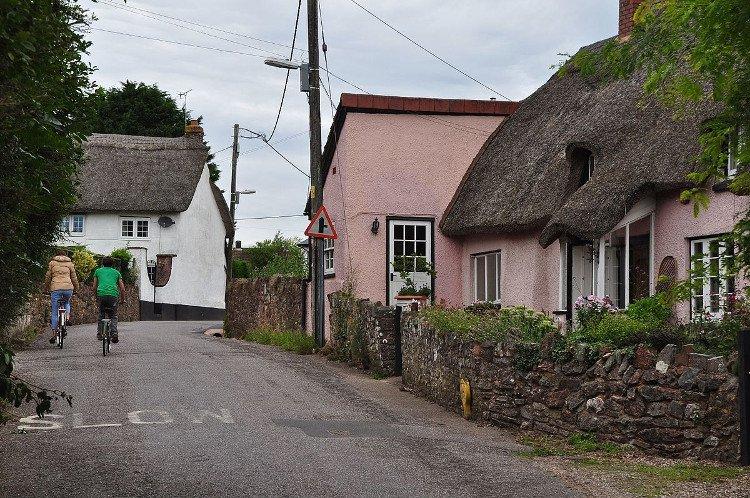 Bí ẩn kỳ lạ về ngôi làng mỗi năm cao thêm 2cm