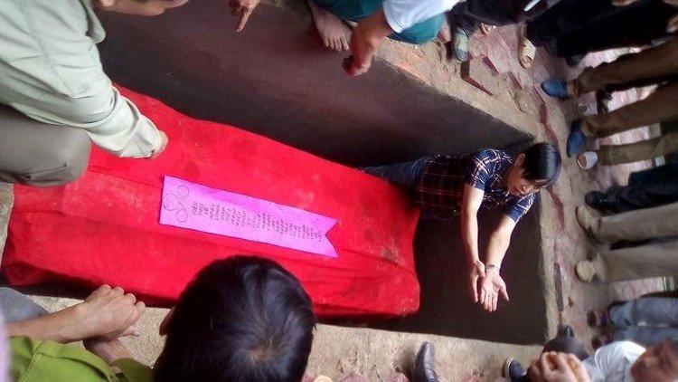 Bí ẩn về ngôi mộ cổ hàng trăm năm còn nguyên thi hài ở Nghệ An