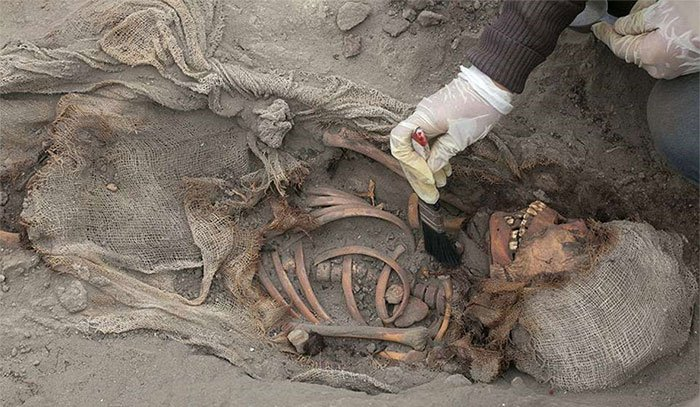 Bi thảm 56 hài cốt trẻ em trong nghĩa trang hiến tế