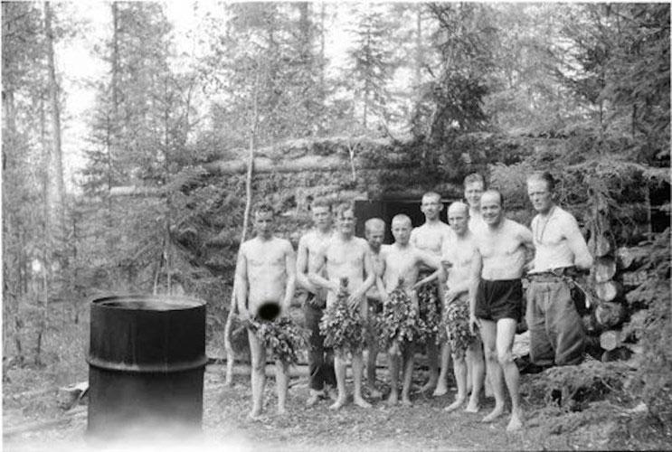 Binh lính trong Chiến tranh Thế giới 2 tắm như thế nào?