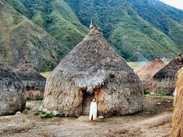 Bộ tộc sống giữa rừng sâu nhưng biết hết mọi việc diễn ra khắp thế giới