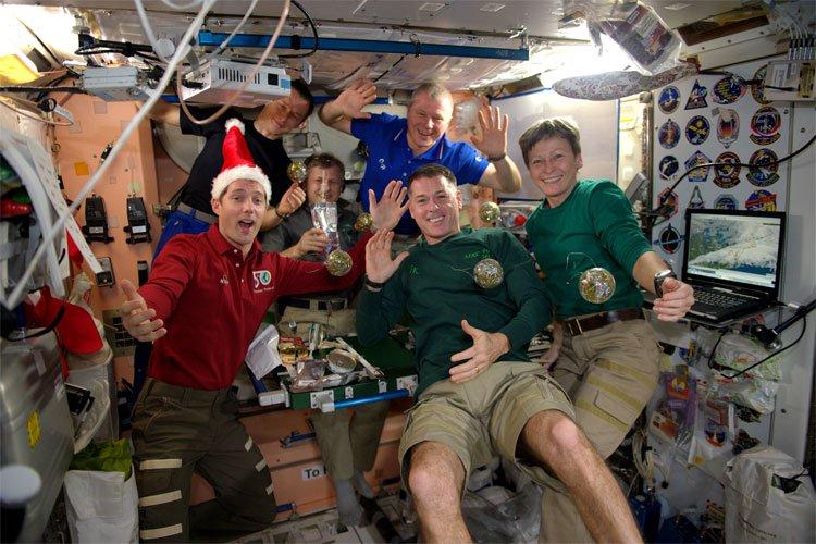 Các phi hành gia đón năm mới ở trạm vũ trụ quốc tế