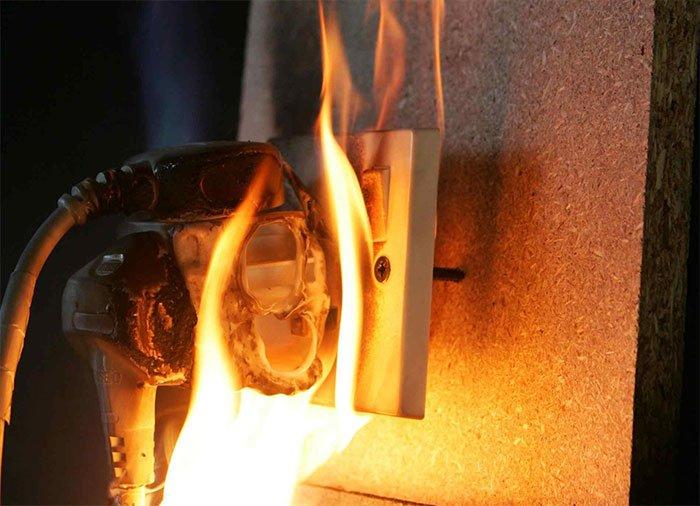 Cách đơn giản để phòng tránh hỏa hoạn vì chập điện không phải ai cũng biết