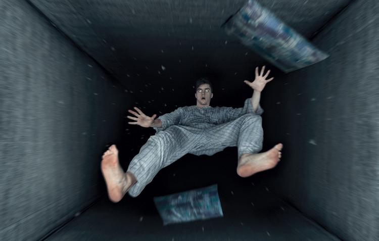 Cảm giác bị đẩy ngã từ trên cao xuống khi ngủ và lời giải khiến bạn giật mình