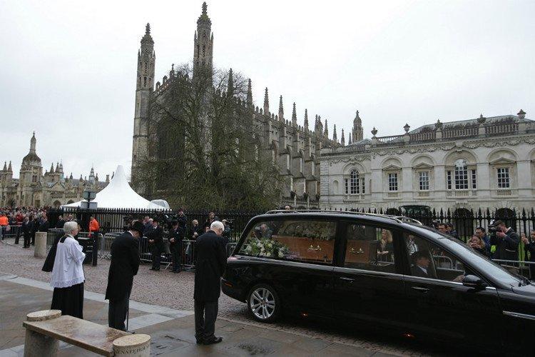 Cambridge tiễn đưa Stephen Hawking trong chuyến đi cuối cùng