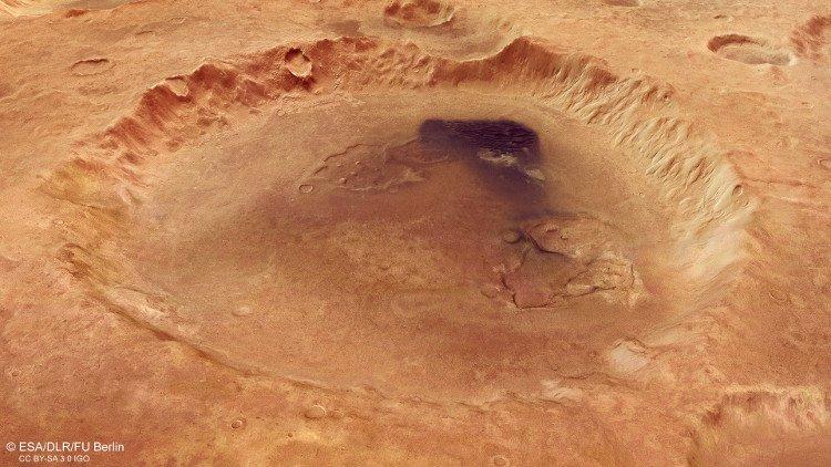 Cận cảnh miệng núi lửa rộng hơn 100km trên sao Hỏa