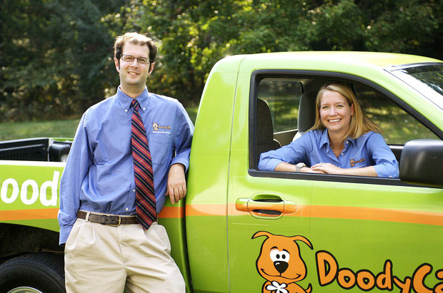 Có những người đang kiếm được hàng triệu đô từ... chất thải của chó