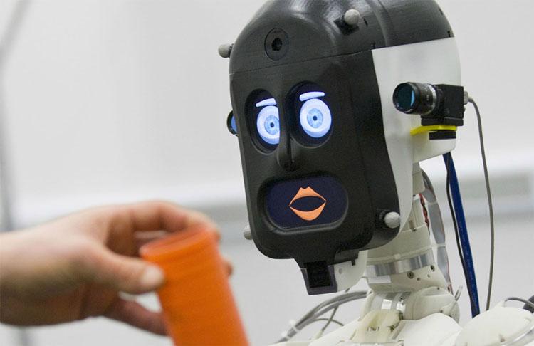 Con người phải nói dối với robot vì sợ nó buồn