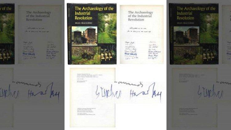 Đấu giá chữ ký tay cuối cùng của ông hoàng vật lý Stephen Hawking