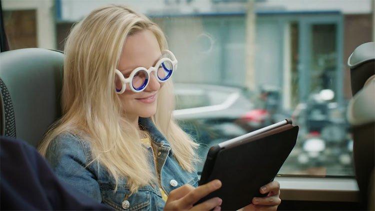 Đây là cách mà chiếc kính đặc biệt này giúp bạn không còn say xe