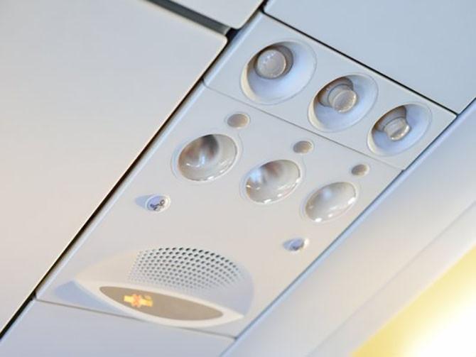 Đây là lý do vì sao bạn không nên đóng lỗ thông hơi trên máy bay