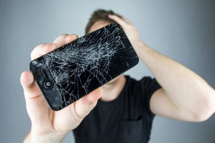 Điện thoại của bạn sẽ cứng như cục gạch với dung dịch thần kì này