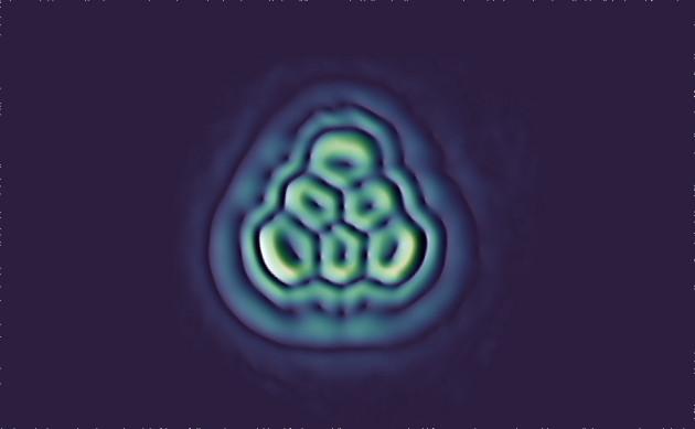 Điều chế thành công phân tử tam giác Triangulene huyền thoại