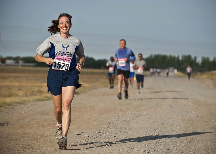 Điều gì khiến đàn ông có thể chạy nhanh hơn phụ nữ?