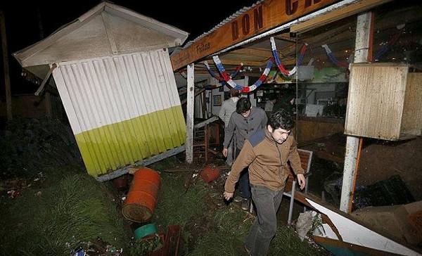 Động đất cùng sóng thần ở Chile, 5 người chết