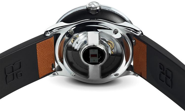 Đồng hồ thông minh tự sạc đầu tiên trên thế giới