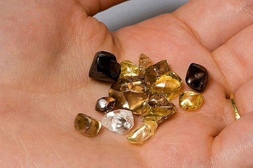 Du khách thoải mái đào kim cương miễn phí tại một công viên ở Mỹ