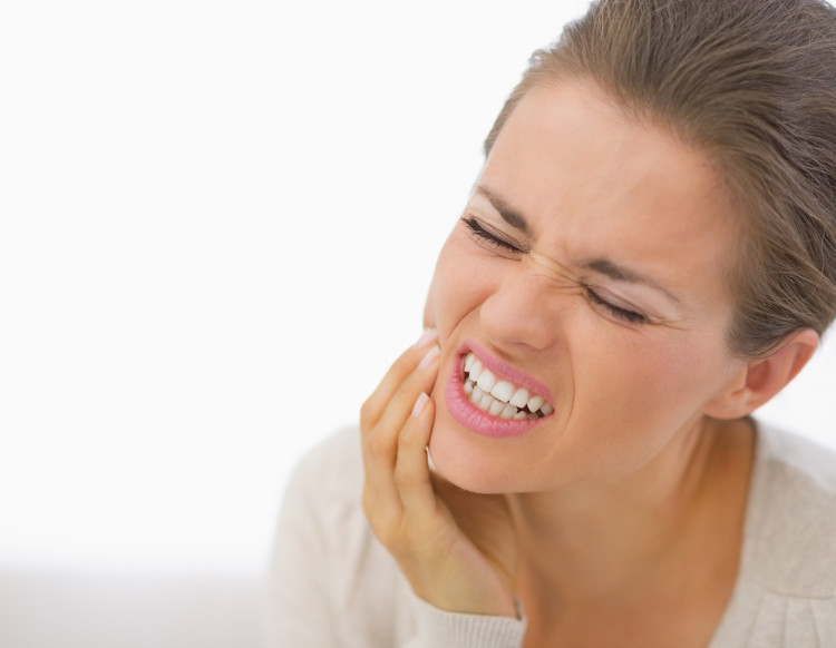 Dùng mẹo nhỏ này, bạn sẽ khỏi chảy máu chân răng tức khắc