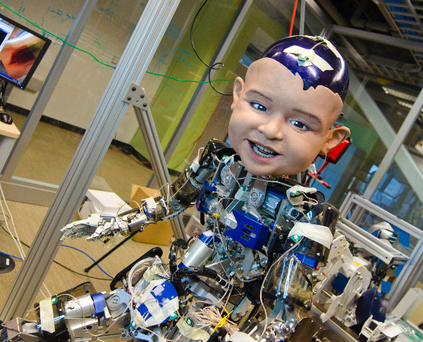 Dùng robot để nghiên cứu hành vi giao tiếp thông minh của trẻ sơ sinh