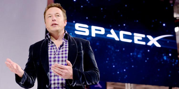 Elon Musk: Từ đứa trẻ bị bạn đánh bố nhìn không ra đến tỉ phú đầy quyền lực