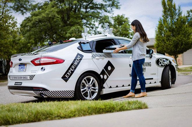 Ford thử nghiệm giao pizza bằng ôtô tự lái