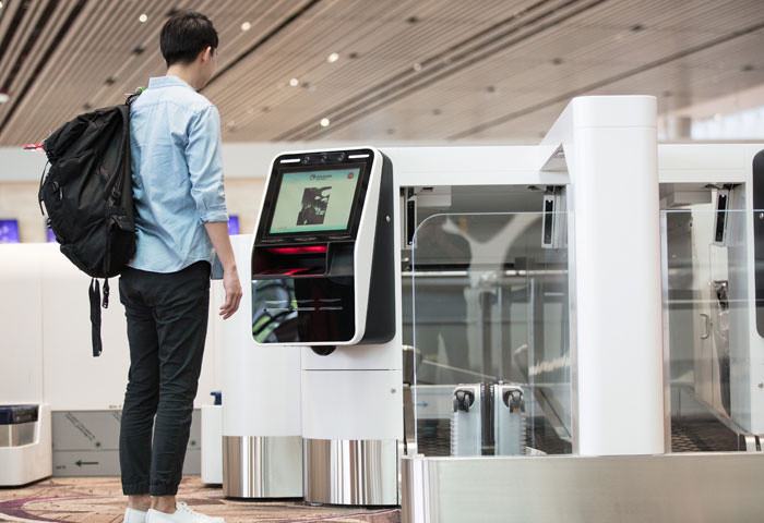 Ga hàng không làm thủ tục tự động ở Singapore