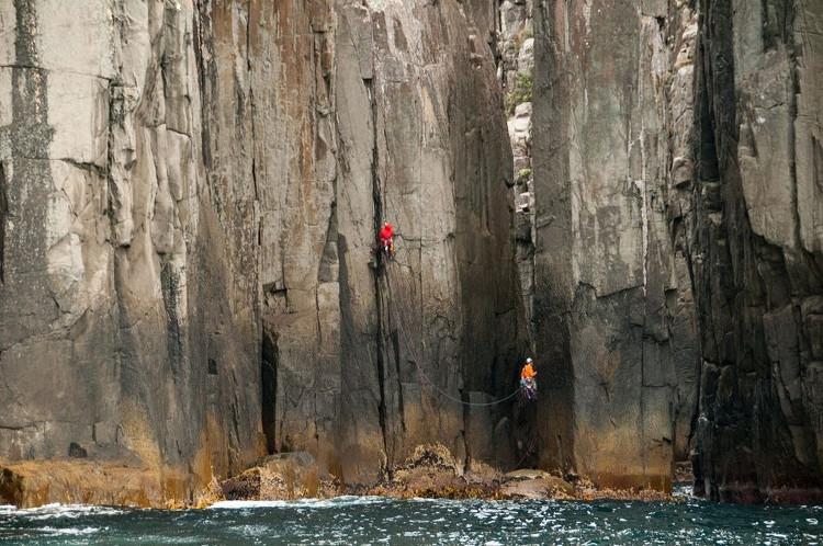Giả mã những trụ đá kỳ lạ dọc bờ biển Australia