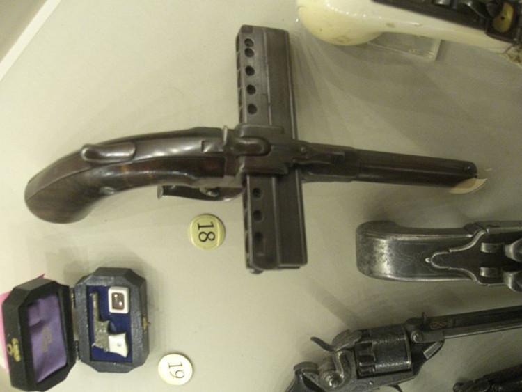 Giải mã 5 vũ khí kỳ lạ nhất từng được chế tạo