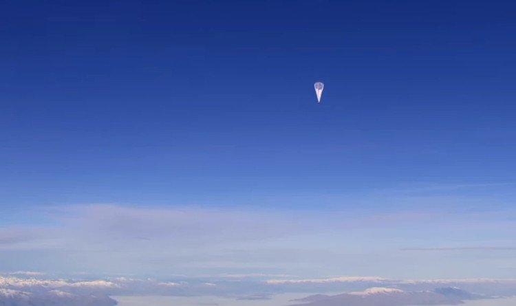Giải mã vật thể lạ bay ngang qua Mặt Trăng giữa nguyệt thực