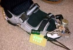 """Giày sạc điện cho iPod và """"dế"""""""