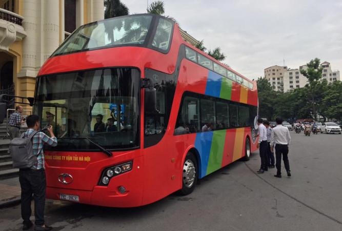 Hà Nội đang cho chạy thử xe buýt 2 tầng mui trần