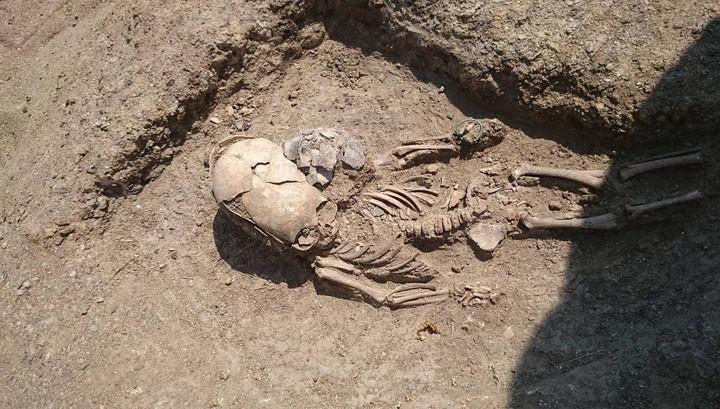 Hài cốt 2.000 năm của bé trai có hộp sọ ngoài hành tinh