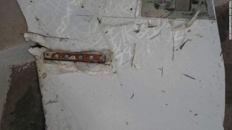 Hai mảnh vỡ được xác nhận gần như chắc chắn là của MH370